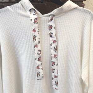 Super cute Ultra Flirt crop top sweater-Sz S